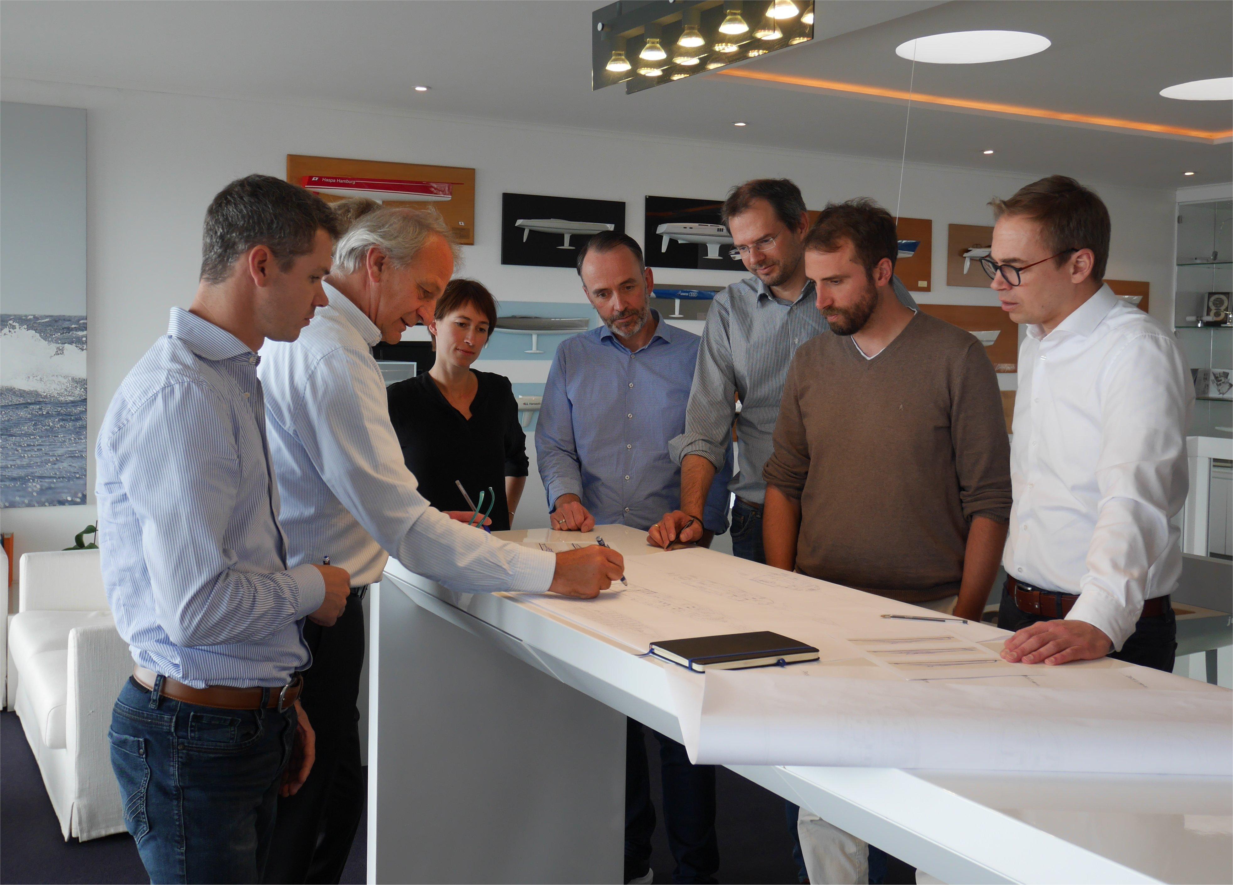 Letzter Schliff: Die Teams von Lloyd Werft Bremerhaven und judel/vrolijk & co beim Finetuning der 95-Meter-Yacht.