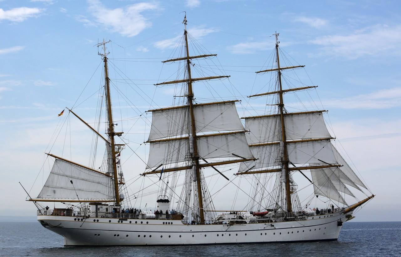 Bild: Wolz Nautic aus Gaukönigshofen liefert das neue Teakdeck für das Segelschulschiff Gorch Fock II. Foto: picture alliance / dpa / ZB.Fock