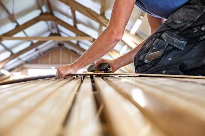 Klassischer Holzbootsbau in der Werft Jan Brügge Bootsbau GmbH.