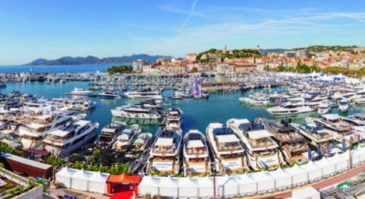 Voll belegte Motor-yachtstege beim Cannes Yacht Festival. Geplant ist die Messe Ende September.