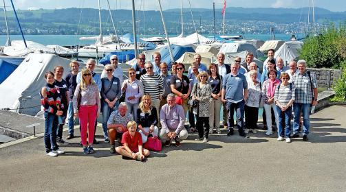 Die DBSV-Mitglieder bei schönstem Wetter bei der Portier Werft in Meilen am Zürichsee.
