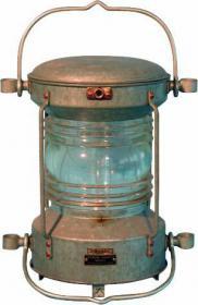Aqua Signal hatte bereits 1975 eine Laterne, die ausschließlich aus Polycarbonat entstand, auf den Markt gebracht.