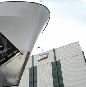 Die Werft von Gebr. Friedrich mit ihrer markanten Werfthalle ist als Service- und Reparaturbetrieb sehr gut ausgelastet.