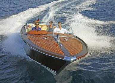 Gute Stimmung auch beim Trip mit einem Motorboot aus der Werft von Florian Graf.