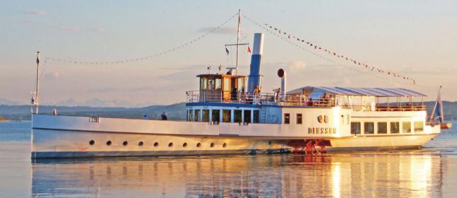 Seit den 1950er Jahren werden große Binnenpassagier-Schiffe gebaut.