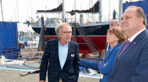 Heinrich Böbs, Elke Büdenbender und Hans Peter Wollseifer beim Werftrundgang.