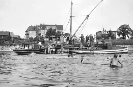 Pier mit Werftkran Anfang-Mitte der 1930er Jahre.