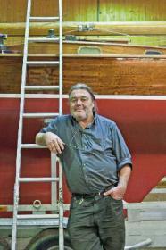Werftchef in dritter Generation: Ernst Simmerding: baut klassische Holzmotorboote.