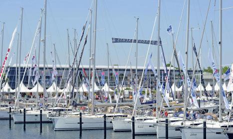 Andrang auf der hanseboot ancora boat show im vorigen Jahr. Es kamen 17.000 Besucher – auch mit großem Interesse für den Zubehörmarkt auf dem Hafenvorfeld.
