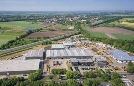 Der Standort Achim aus der Luft, Zeppelin Power Systems vergrößerte ihn durch mehrere neue Hallen und neue Büros.