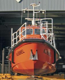 Der Rumpf vom Lotsenversetzboot mit verbessertem Seegangsverhalten.