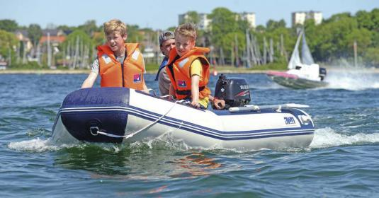 Vor allem junge Teilnehmer waren von den Probefahrten begeistert. Dabei spielte die Größe des Bootes keine Rolle.