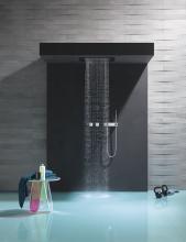 Die Steuerung der Regenduschen kann manuell oder per Smart Tools erfolgen: Über die digitalen Bedienelemente können individuelle Duschprogramme per Knopfdruck abgerufen werden. Fotos: Thomas Popinger
