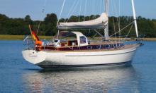 """""""Classic"""" steht für das klassische Yachtheck, welches die 100. Scalar auf 36-Fuss verlängert und sie zu einer besonders eleganten Erscheinung werden lässt."""