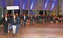 Einmarsch der Bootsbauerinnen und Bootsbauer zur Freisprechungsfeier in Lübeck.
