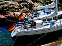 Yachten müssen die Nationalflagge führen, damit das Heimatland erkennbar ist. Die Beantragung des Flaggenzertifikates beim BSH ist freiwillig und nicht verpflichtend.