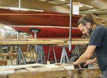 Bootsbau mit dem Werkstoff Holz: Eine neue Berufswahl für über 25jährige Umschüler im Bildungszentrum für Holzberufe.
