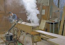 Heißer Dampf und Hitze werden im Bootsbau fast nur noch bei Reparaturen von alten Holzbooten genutzt