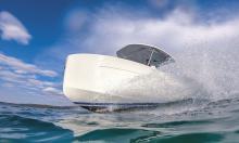 Elektroboot von der Glas Werft mit dynamische Fahreigenschaften, aber einfacher Bedienung.