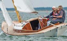 Folkeboot für entspannte Touren und spannende Regatten. Das Boot der Familiencrew Haubold ist ein Standard-Folkeboot mit schönem Teakdeck.