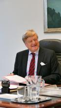 Harald Baum in seinerm Büro im Pantaenius Haus.