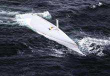 """Dramatisches Resultat des Kielverlustes auf der """"Rambler 100"""" beim Fastnet Race 2011. Die Crew konnte sich knapp aus dem Inneren der schnell durchgekenterten Yacht befreien und konnte aus der Irischen See gerettet werden."""