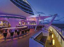 Innovation und unverwechselbares Design: Beleuchtung auf einem Kreuzfahrtschiff.