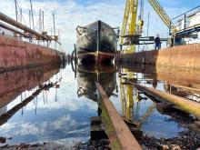 Nachbau einer Hansekogge, die 1987 bei Rathje gebaut wurde und die zur regelmäßigen Wartung immer wieder kommt.