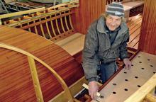 Für den Bootsbauer Ulf Meusel gab und gibt es jede Menge Arbeit, damit R 20 im Juni nächsten Jahres wieder segeln kann.