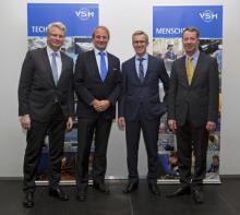 V.l.n.r. Hauptgeschäftsführer des VSM, Dr. Reinhard Lüken, Präsident des DBSV Torsten Conradi, Vorsitzender des VSM Harald Fassmer, Geschäftsführer des DBSV Claus-Ehlert Meyer