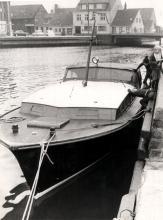 Das 11,25 Meter lange Motorboot wurde aus Föhre auf Eiche gebaut.
