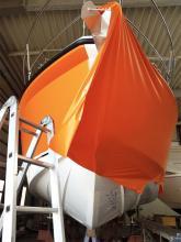 Bunte oder dunkle Folien für Boote und Yachten. Bei Neubooten liegt der Preis bei etwa 70 Prozent einer Lackierung.