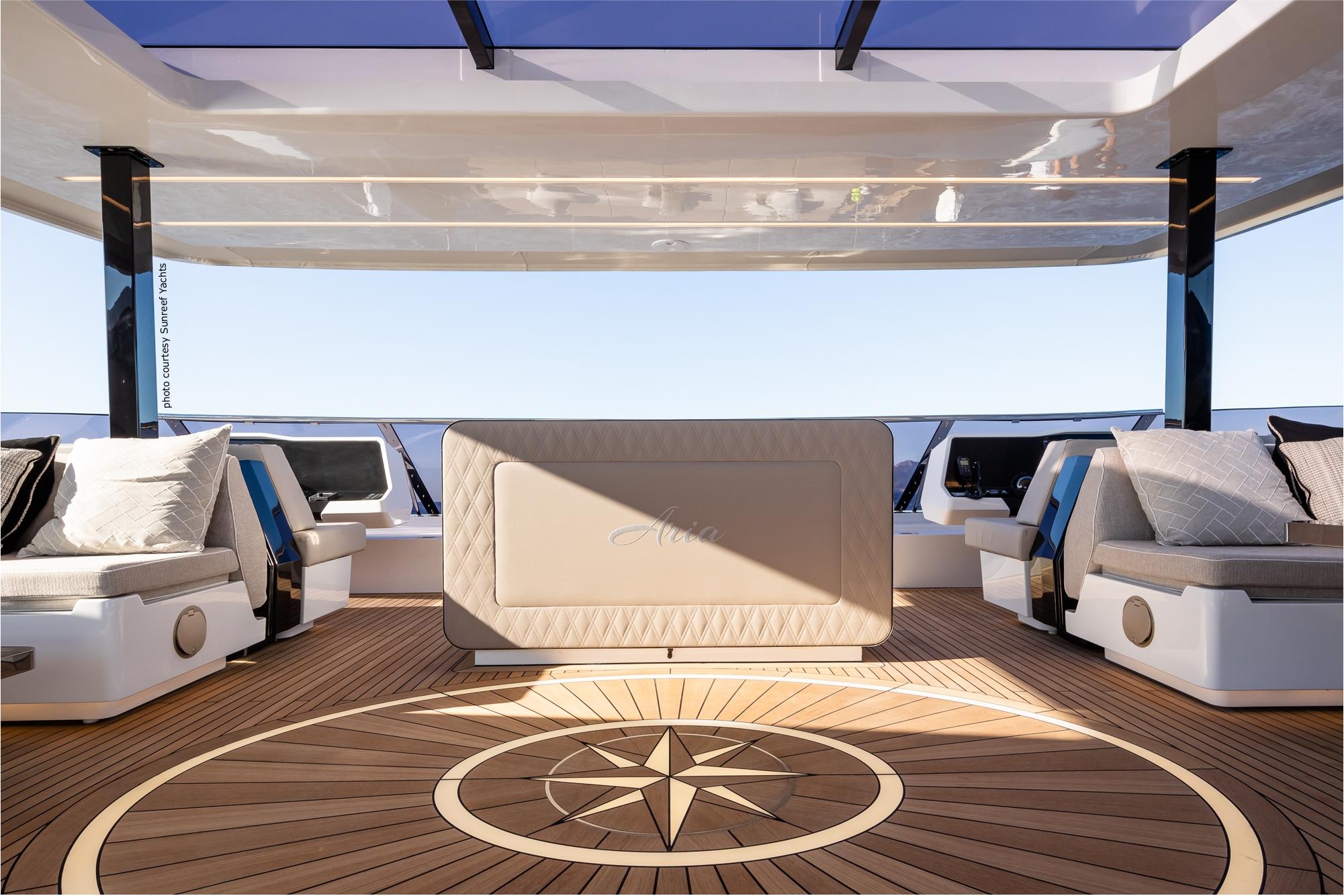 Beleuchtete Windose auf einer Sunreef 80 Yacht / gesehen in auf den diesjährigen Boatshows in Cannes und Monaco